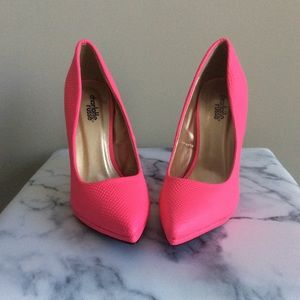 Neon Pink Pumps 💕👠
